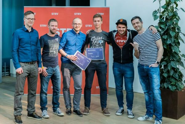 STRV hackathon, Tomáš Baránek (LifeHacky.cz), Oliver Dlouhý (Skypicker), Radim Vaculík, Pavel Synek, Lubo Smid (STRV) a Boris Šebošík (Divano)