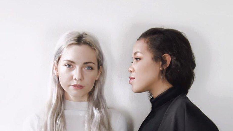 Silvia Haupt Kozoňova (vlevo) se se svou kolegyní Čechoameričankou Nicole Sivek rozhodla dostat českou módu do Chicaga.