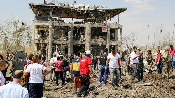 V krátké době je to v Turecku už třetí výbuch nálože u policejní stanice. Při pondělním výbuchu na jihovýchodě země přišlo o život šest lidí.