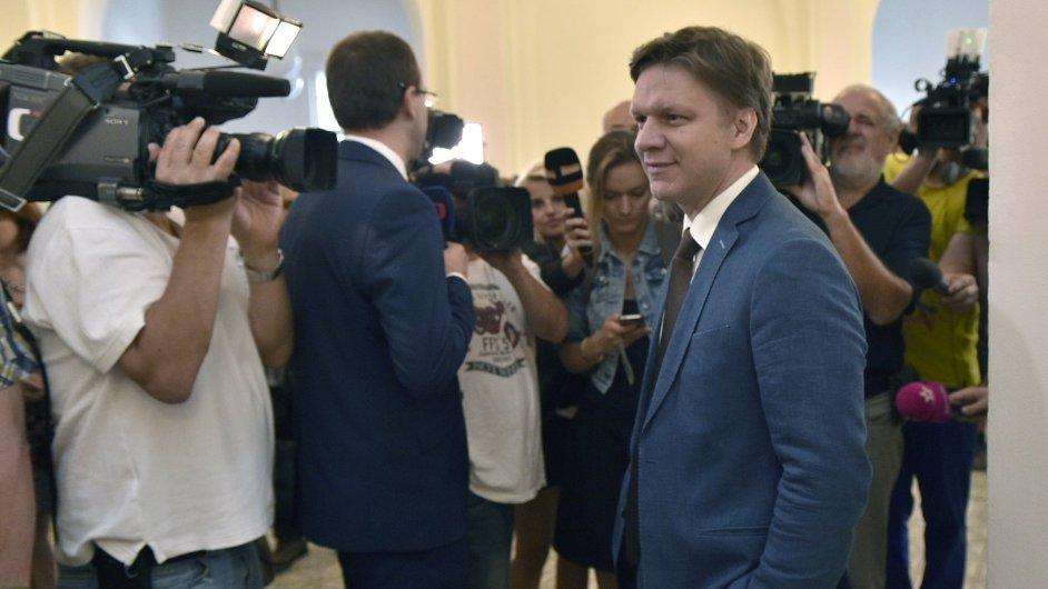 Bývalému pražskému primátorovi Tomáši Hudečkovi soud připomínal Kafkův Proces.