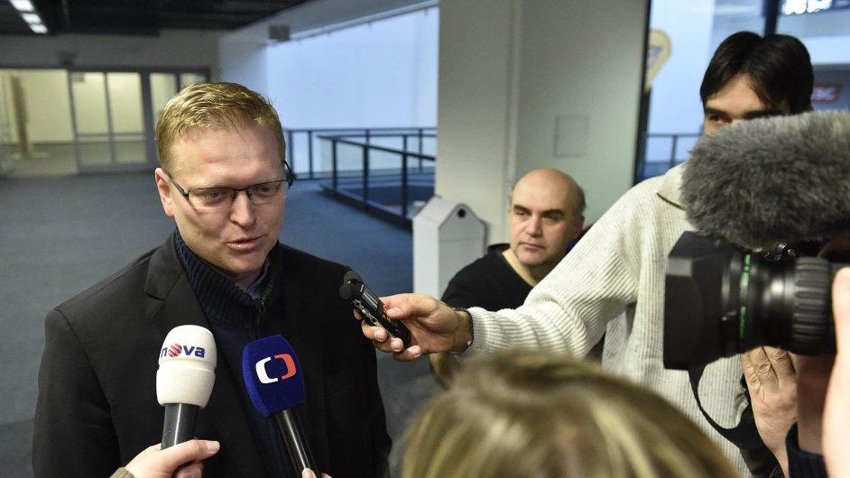 """""""Chceme hrát skutečně první ligu abýt první silou vČeské republice,"""" říká předseda lidovců Pavel Bělobrádek."""