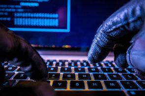 Kybernetický zločin stojí banky miliardy dolarů. Na útoky se často přijde až po letech