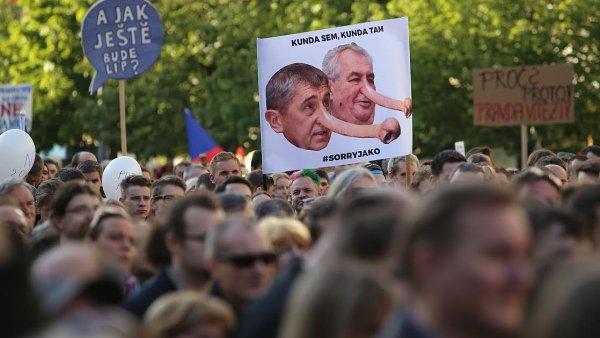 Demonstrace proti Babišovi a Zemanovi se pořádaly současně v několika českých městech.