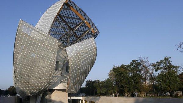 Tržby luxusních značek v Evropě rostou i díky zvyšujícímu se počtu turistů. Na snímku Nadace Louise Vuitona z dílny architekta Franka Gehryho v Paříži.