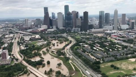 Letecke_snimky_ukazuji_rozsah_devastace_celeho_Houstonu_po_bouri_Harvey.png