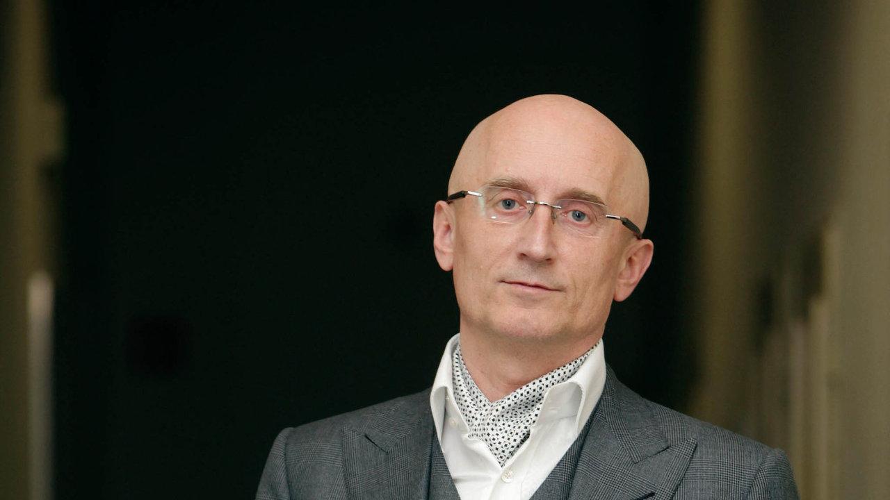 Nejštědřejším politickým mecenášem je senátor Ivo Valenta.