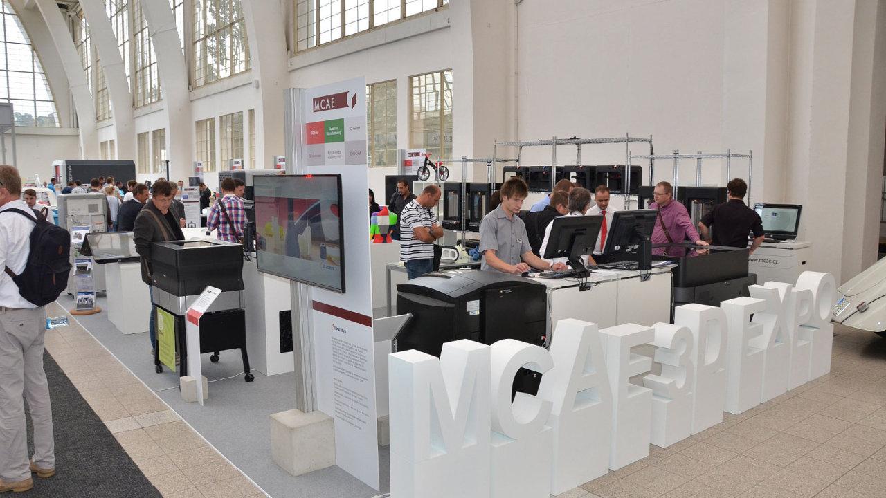 Expozice MCAE poutala pozornost i svou designovou čistotou (MSV 2015).