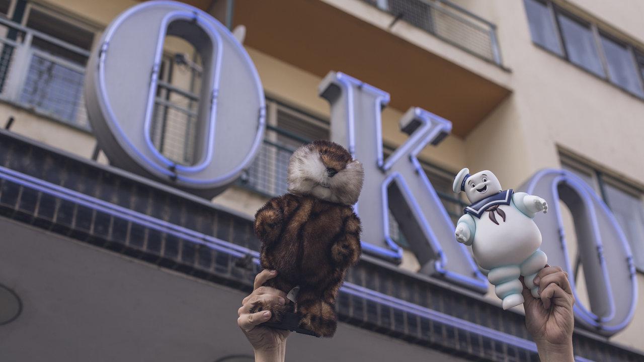 Na snímku vlevo je sysel z filmu Caddyshack, vpravo Marshallow Man z Krotitelů duchů.