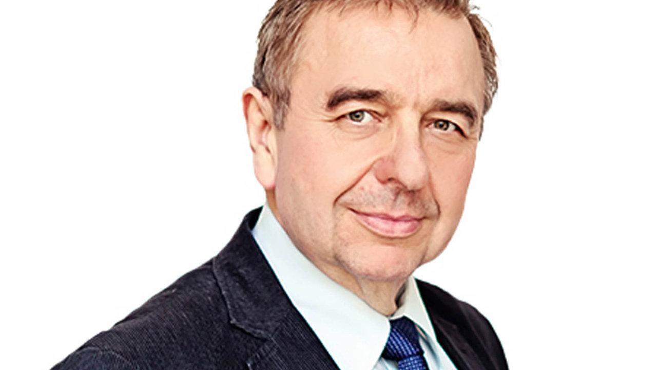 Tajemník SPD Jaroslav Staník před třemi týdny vPoslanecké sněmovně prohlásil, že Židi, homosexuálové iCikáni by měli jít doplynu.