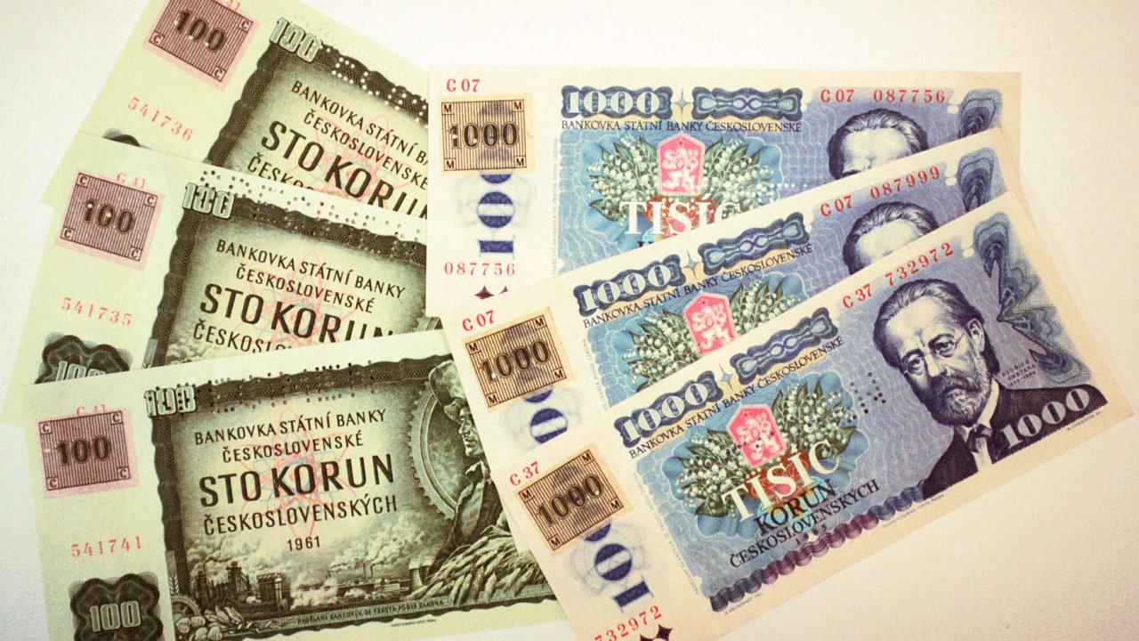 Kolkované bankovky v hodnotě 100 Kč a 1000 Kč (původní bankovky v hodnotě 100 Kčs a 1000 Kčs).