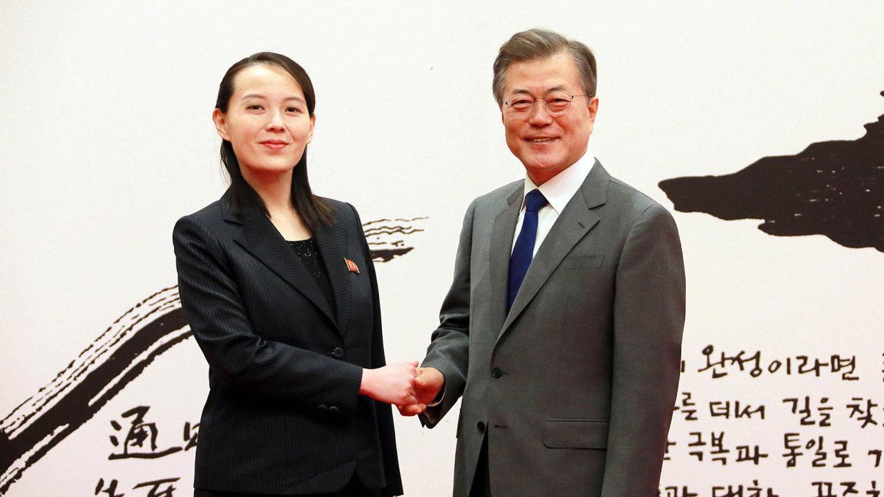 Kim Jo-čong, sestra Kim Čong-una, s jihokorejským prezidentem Mun Če-inem.