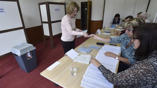 Ve volební místnosti v Kolektivním domě ve Zlíně se hlasovalo v prvním kole doplňovacích senátních voleb v obvodu Zlín.