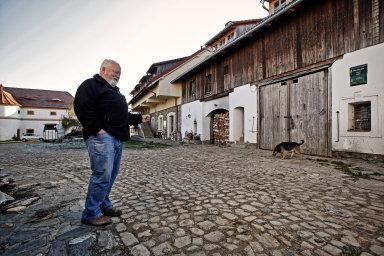 Když je všechno hotové, tak mě to nebaví, říká zakladatel farmy s největším chovem lipicánů v Česku