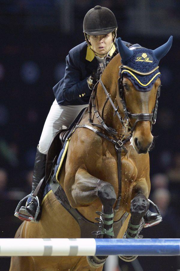 Parkurová soutěž Global Champions League (15.12.20018), finále Super Grand Prix jednotlivců. Vítězka Edwina Topsová-Alexanderová s koněm California.