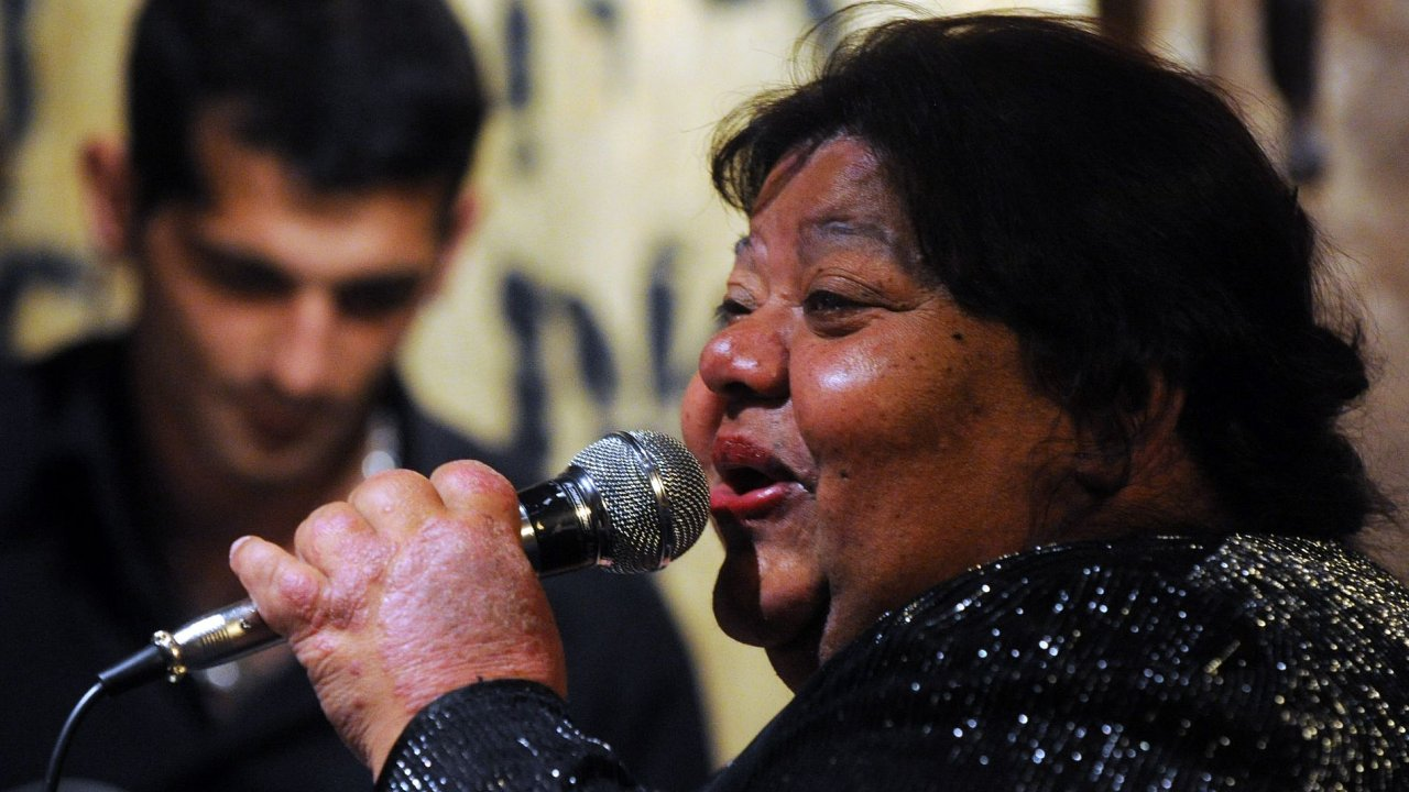Věra Bílá zpívala v neděli v pražské Balbínově poetické hospůdce
