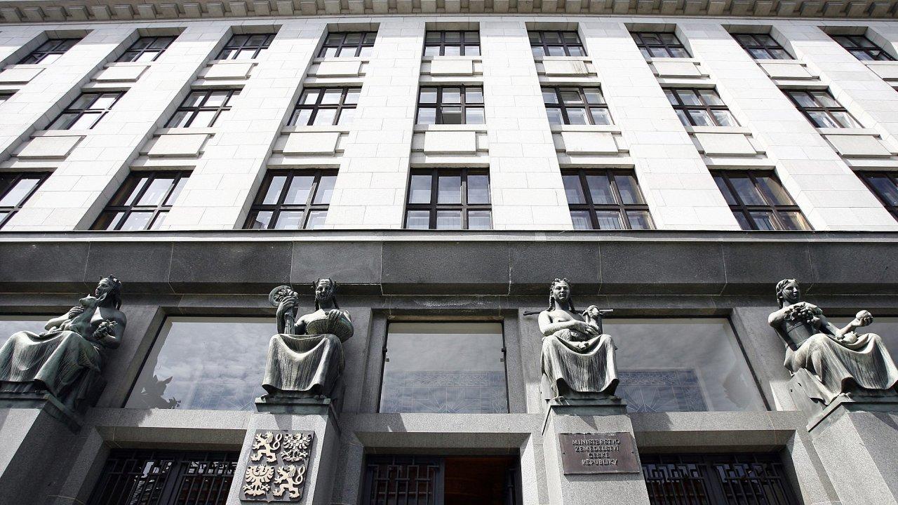 Budova ministerstva zemědělství v Praze.