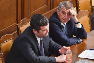 Lidé podle průzkumu nejvíce věří premiérovi Babišovi (vpravo). Na třetím místě skončil předseda ČSSD Hamáček.