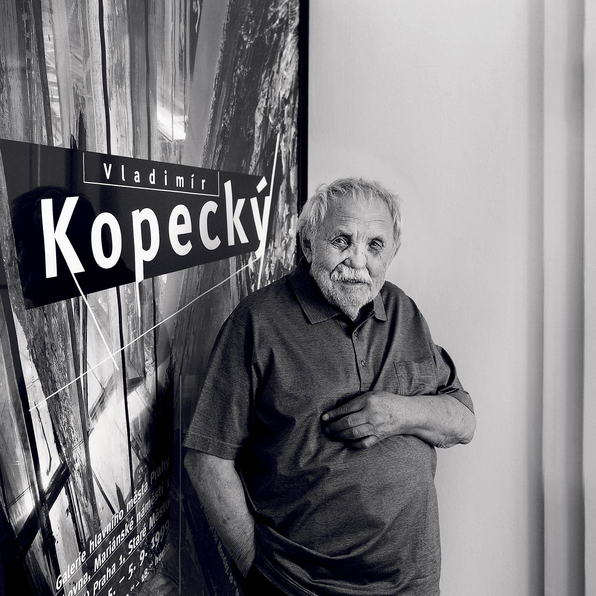 Malíř, grafik a sklářský výtvarník Vladimír Kopecký