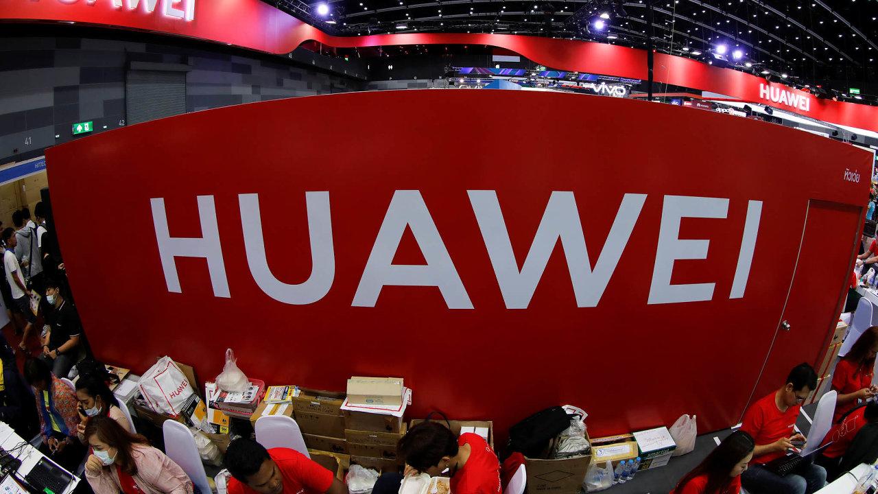 Prezident Donald Trump vystupuje jako hlavní aktér americko-čínské obchodní války. Útokem natechnofirmu Huawei bodoval.