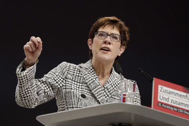 """""""Spojené státy zůstávají naším nejsilnějším partnerem v NATO,"""" zdůraznila v jedné z debat německá ministryně obrany Annegret Krampová-Karrenbauerová."""
