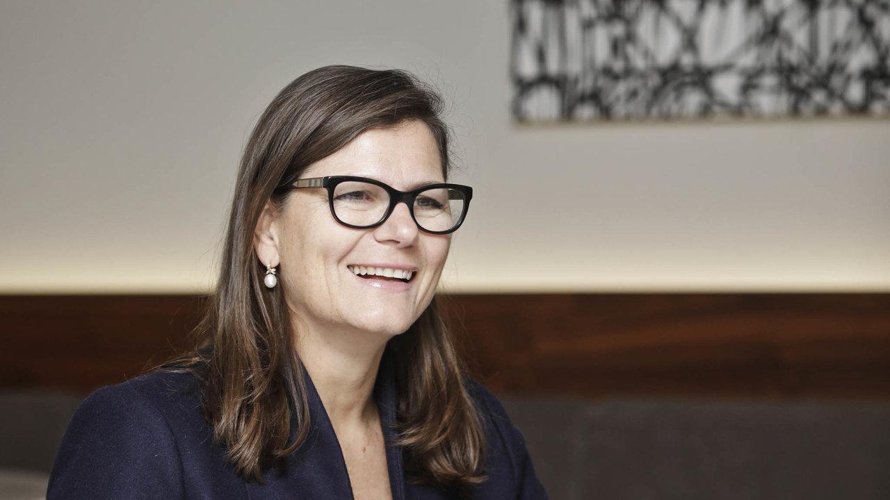 Vbance Credit Suisse působí Nannette Hechler-Fayd'herbeová odroku 1999. Vroce 2017 se stala globální šéfkou oddělení pro strategie aanalýzy. Studovala naUniversité de Lausanne a v Paříži.