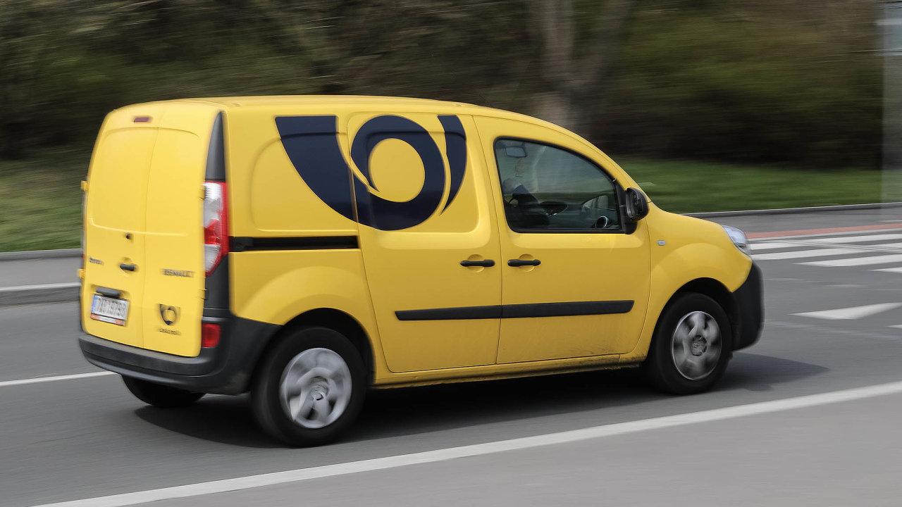 Nedostatek vlastních řidičů by mohla pošta řešit izájemci, kteří by si chtěli přivydělat.