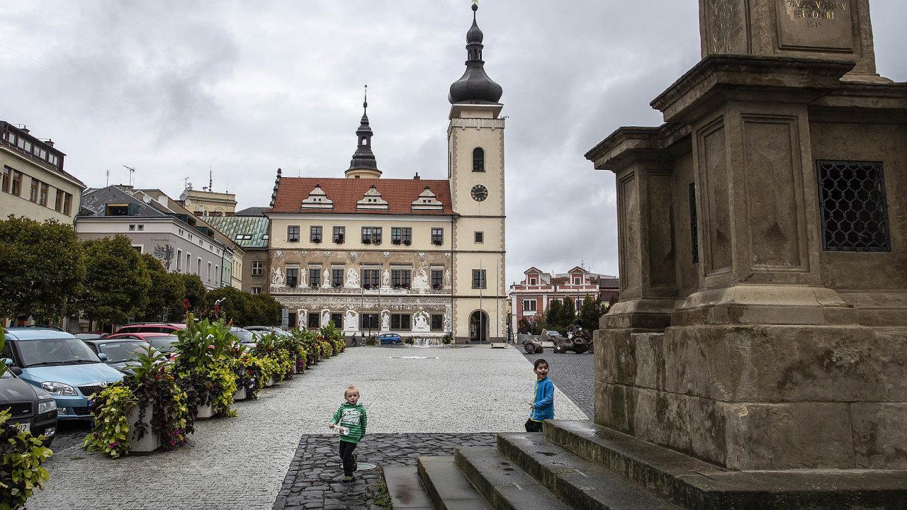 Staroměstské náměstí v Mladé Boleslavi bývá liduprázdné, i kolem něj je řada ubytoven. Lidé ze starého města se v60. letech přesunuli na sídliště jako Habeš nebo úplně za boleslavské hranice.