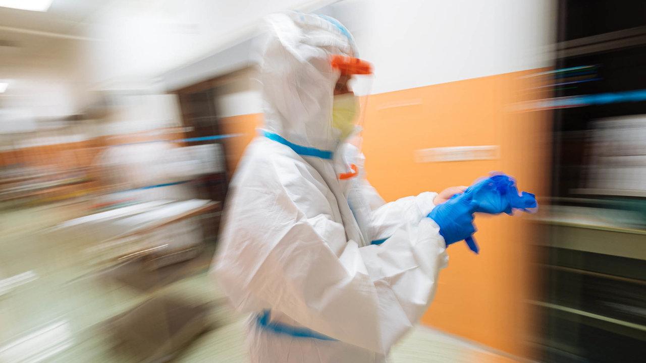 Zdravotník v době koronaviru.