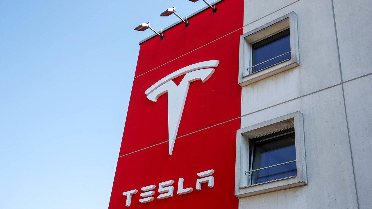 Pro peníze naburzu: Výrobce elektromobilů Tesla amerického podnikatele Elona Muska hodlá získat až pět miliard dolarů, tedy zhruba 110miliard korun, prodejem nových kmenových akcií.