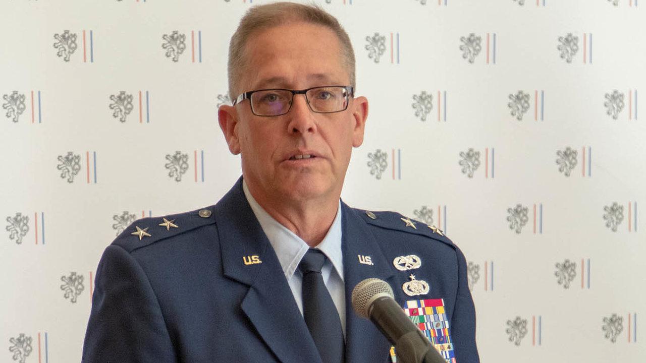 Generálmajor Daryl Bohac načeském velvyslanectví veWashingtonu včervnu 2018 při 25. výročí partnerství mezi českými ozbrojenými silami, Národní gardou vTexasu aNebrasce.