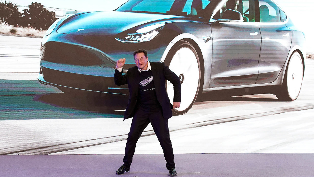 Elon Musk měl loni mnoho důvodů k radosti. Na snímku z ledna při svém vystoupení v novém čínském závodě Tesly.