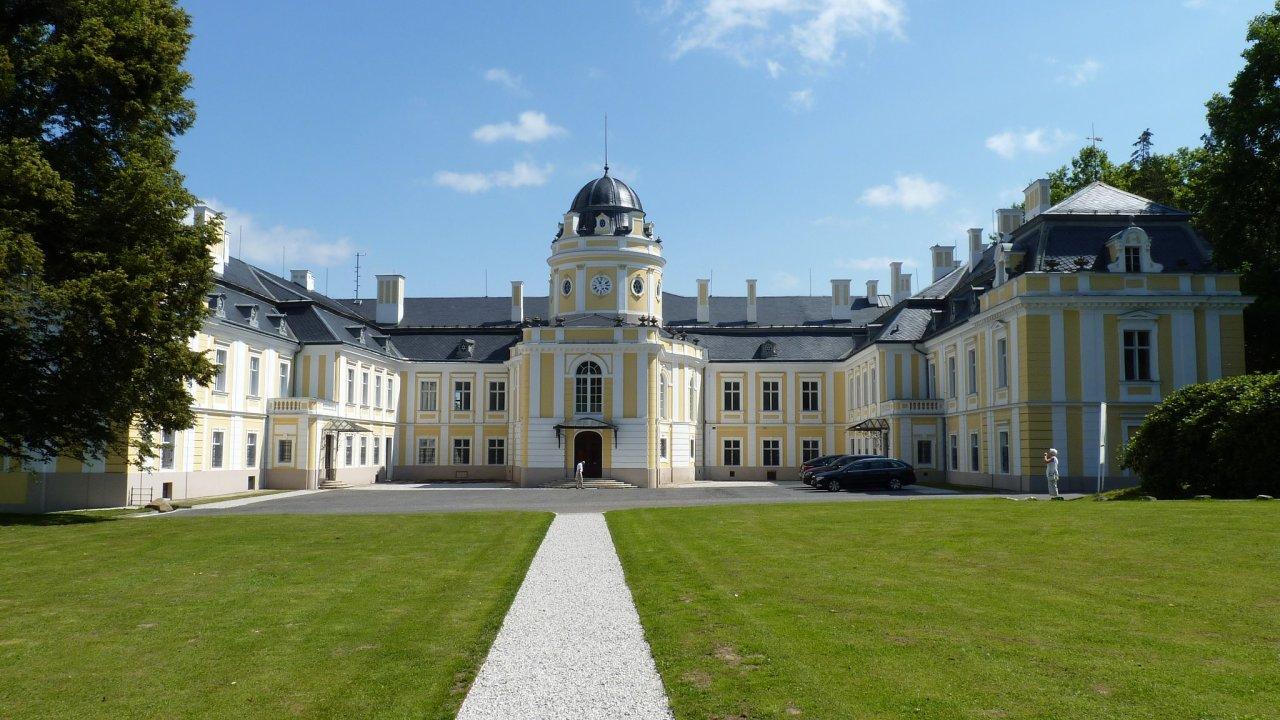 Zámek Šilheřovice na Opavsku. Ten rod Rothschildů nežádá, neboť je nyní v soukromém vlastnictví.