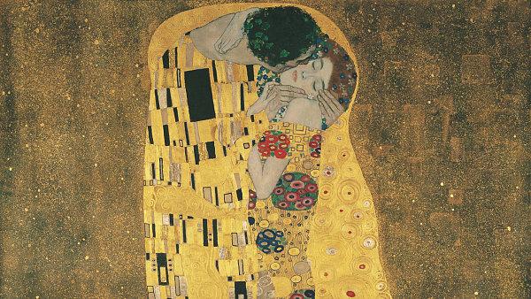 Na snímku je jedna z nejznámějších maleb Gustava Klimta Polibek.