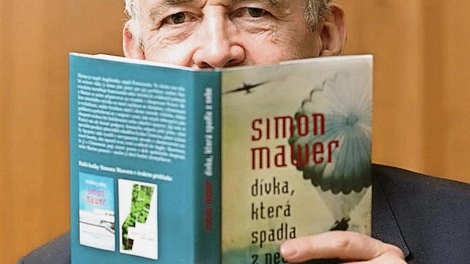 Simon Mawer přijel v listopadu představit svůj román do Česka
