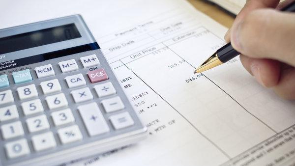 Od ledna budou firmy muset podávat přehled všech svých faktur finančnímu úřadu elektronicky - Ilustrační foto.