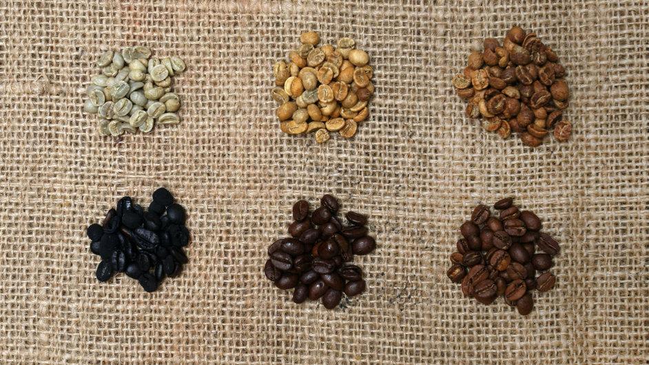 Způsob pražení neurčí jen barvu kávy, ale také její chuť. Světleji pražená zrna chutnají více po ovoci, přepražená jsou hořká.