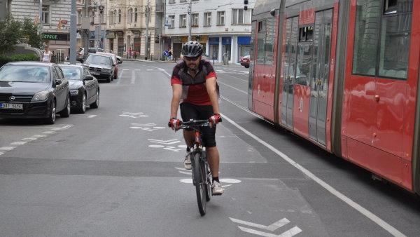 Víc než polovina populace o jízdě na kole uvažuje, ale odmítá kontakt s živým provozem