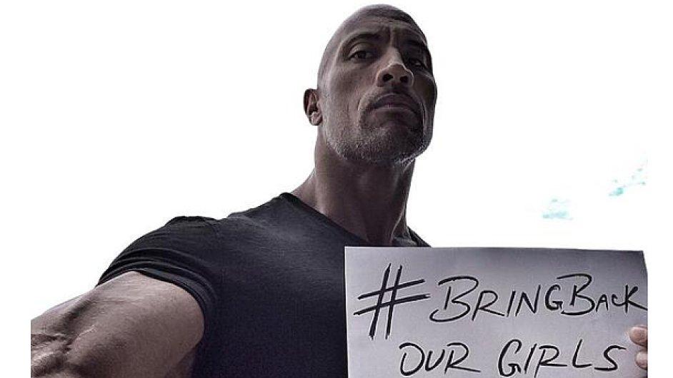 Herec Dwayne Johnson se zapojil do kampaně za propuštění unesených nigerijských dívek.