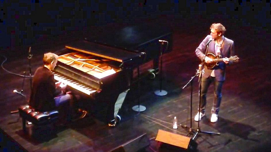 Brad Mehldau (vlevo) s Chrisem Thilem se na koncertech nenechávají fotit.
