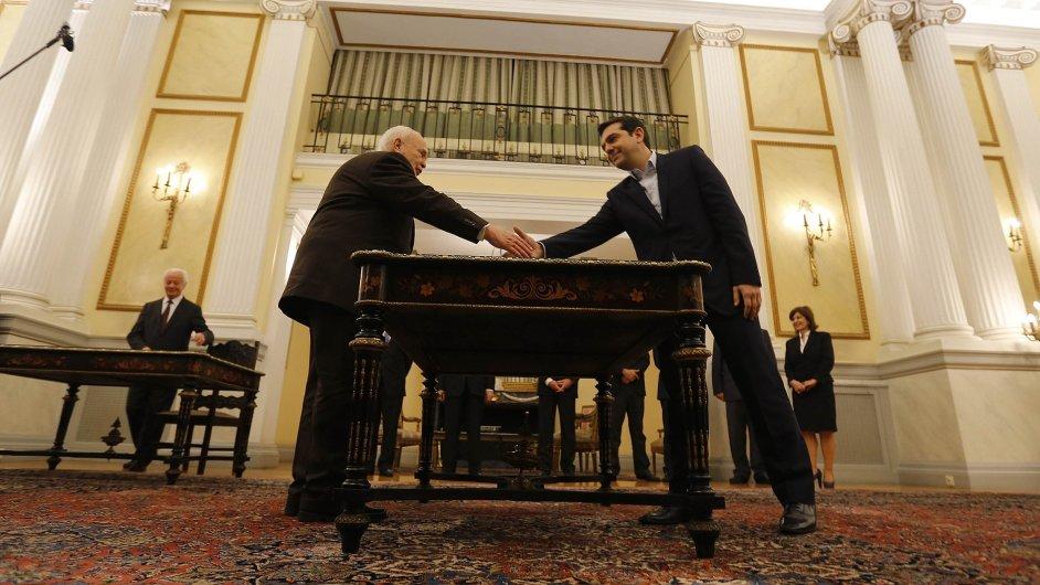 Alexis Tsipras je jmenován do pozice premiéra.