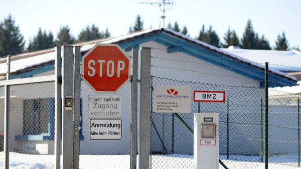 Na odvoz nafty ze zkrachovalé Viktoriagruppe získá Česko víc času.