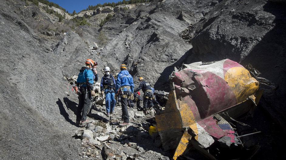 Pátrání na místě zřícení letounu Germanwings