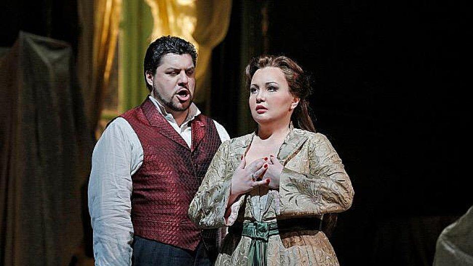 Luca Salsi jako Don Carlos v inscenaci opery Ernani.