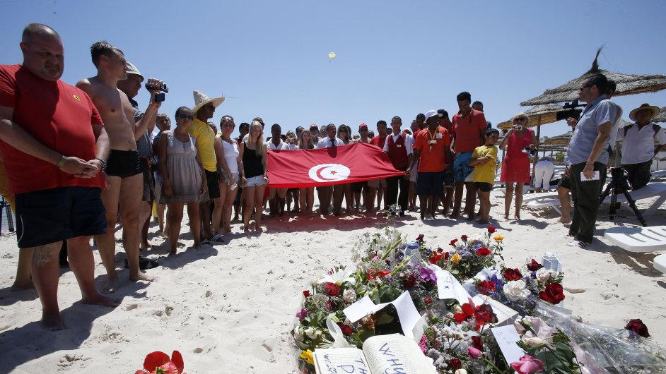 Uctění památky obětí teroristického útoku v Tunisku