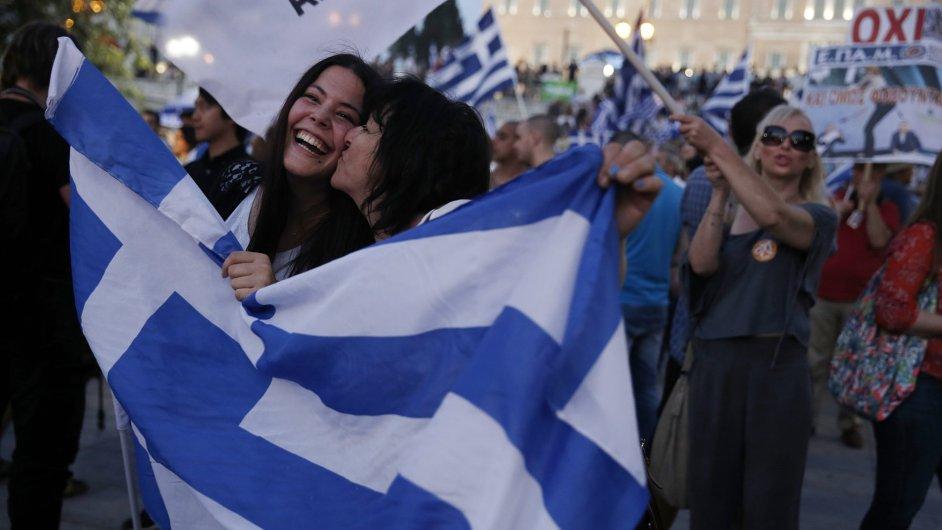Řekové slaví výsledky referenda