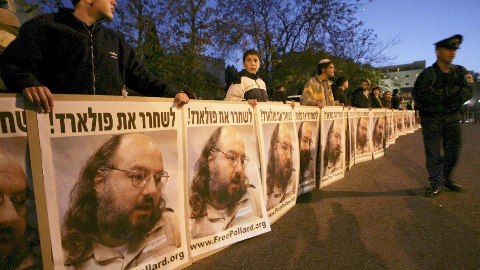 Izraelci protestující za propuštění Jonathana Pollarda z amerického vězení, 2005.