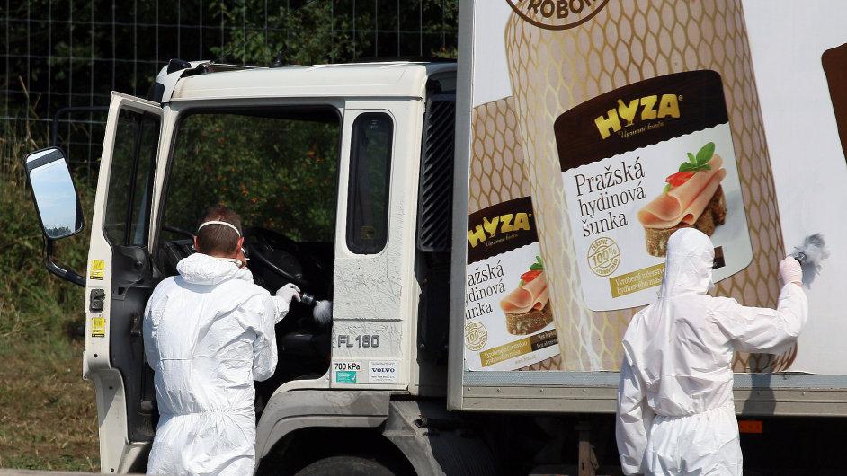 Chladírenský vůz, kde bylo nalezeno 71 těl mrtvých uprchlíků