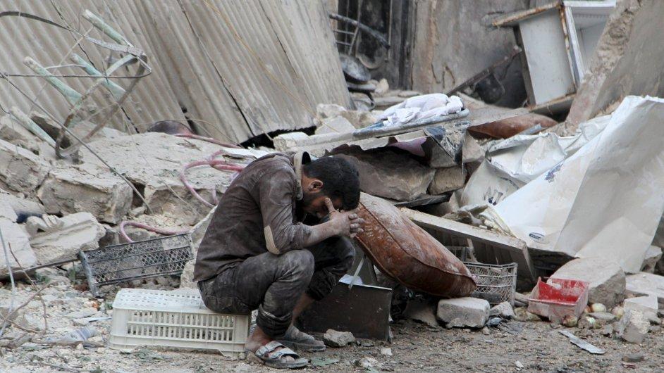 Vzdušné útoky v Sýrii míří na islamisty. Ale těžce na ně doplácejí i běžní obyvatelé.
