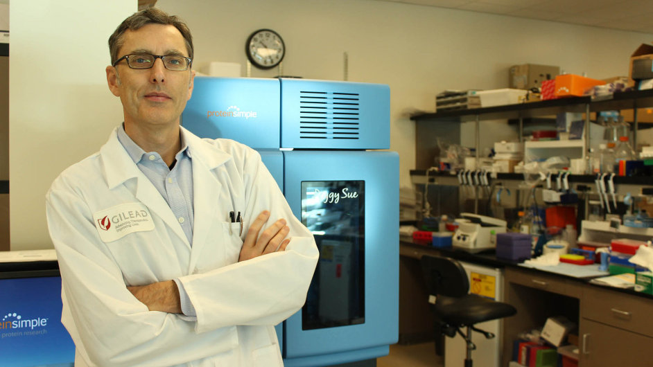 Virolog a biochemik Tomáš Cihlář.