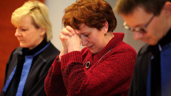 Soud zprostil zdravotn� sestru V�ru Mare�ovou ob�aloby z vra�d �esti pacient�.